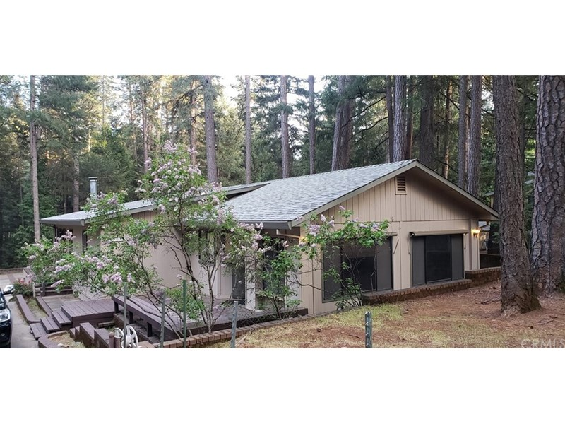 Attractive and Remodeled, 1800 Sqft Manufactured Home with Huge Three- Car Garage / Shop located on a tree covered half acre, unburnt, SCENIC LOT in Magalia. This very clean home has it all!
