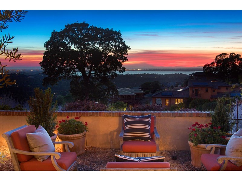 Enjoy a glass of wine from the grapes harvested on the vineyard and the spectacular year round sunsets as they dance on Folsom lake every evening.