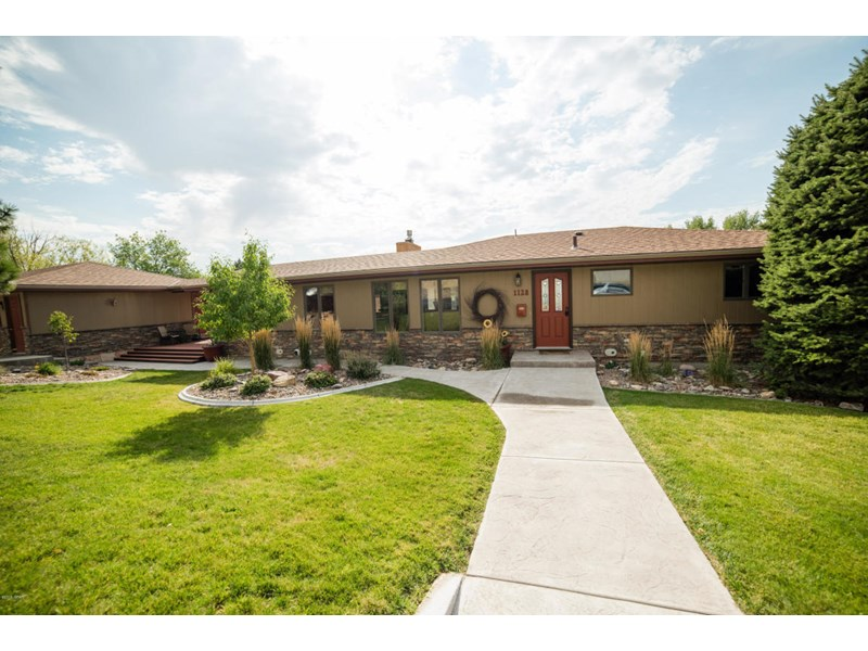 1128 Valley View